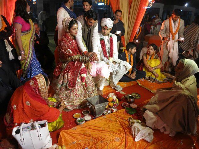 Ceremonia hindú durante la boda
