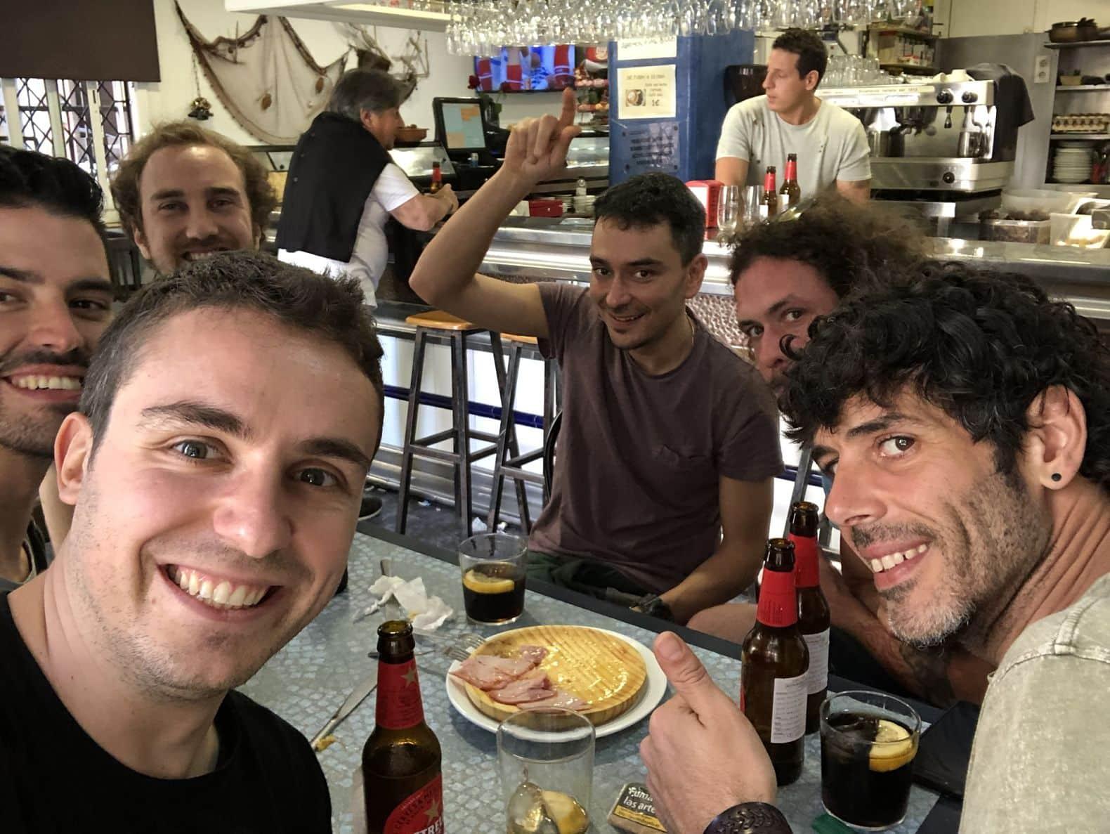 Abril de 2018. Em um bar em Barceloneta